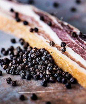 Dansk økologisk bacon med økologisk sort peber